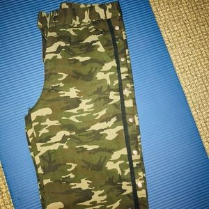 Camouflage Snap Buttoned Pants